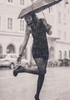 雨が降ったら、傘をさすように。