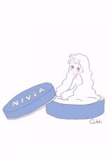 NIVEAに隠れた女の子