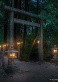 古びた神社の先は……